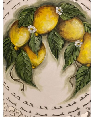 Rosone traforato in legno dipinto limoni